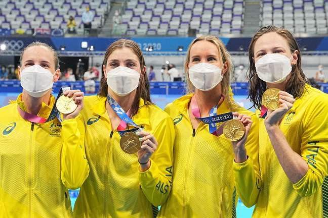 Equipe australiana que faturou o ouro na prova feminina dos 4x100m livre e ainda estabeleceu novo recorde mundial