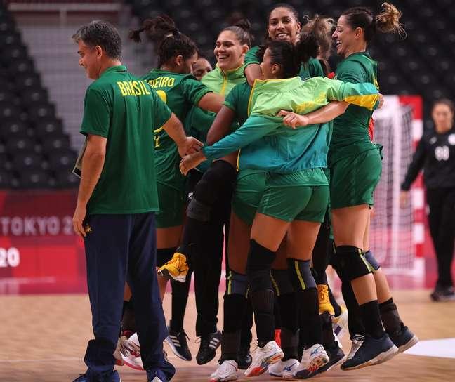 Jogadoras do Brasil comemoram empate com a Rússia em estreia na Olimpíada