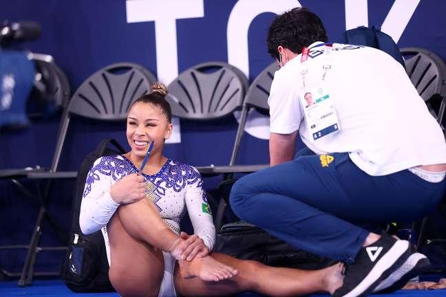 Flávia Saraiva sentiu dores no tornozelo