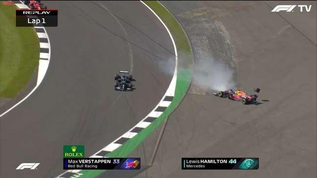 Max Verstappen bateu com muita força
