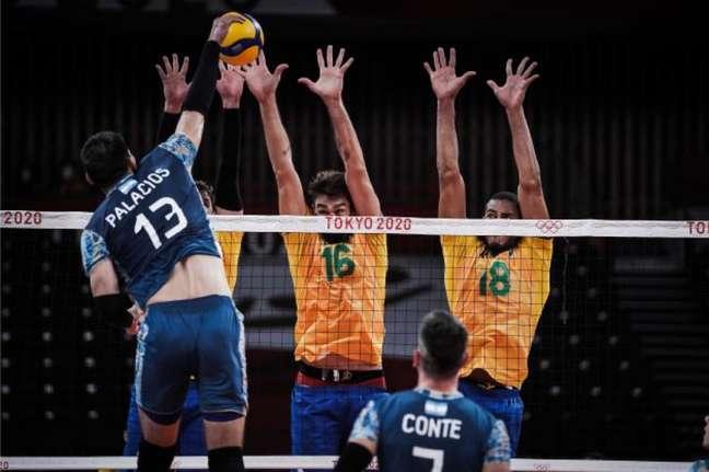Brasil vira e vence a Argentina por 3 a 2 (Foto: Divulgação/FIVB)