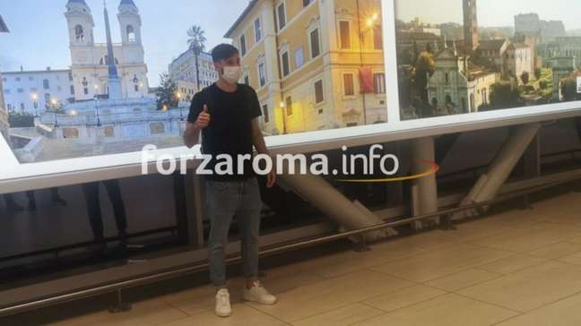 Viña está na Itália (Foto: Reprodução/Forza Roma)