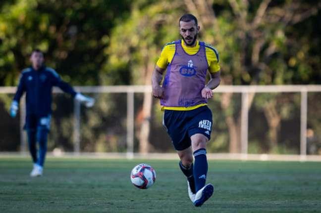 Rhodolfo pode ser desfalque na Raposa contra o Londrina e preocupa o técnico Mozart- Santos-(Bruno Haddad/Cruzeiro)