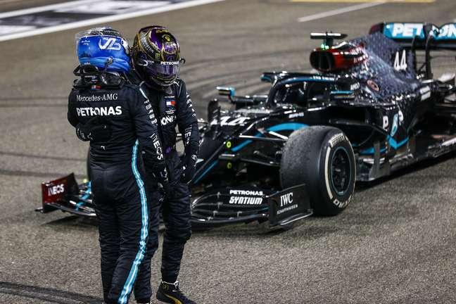Valtteri Bottas e Lewis Hamilton após fim do GP de Abu Dhabi