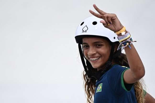 Rayssa encantou o Brasil no skate olímpico (Foto: LIONEL BONAVENTURE / AFP)