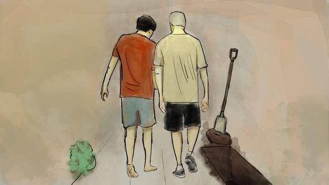 Pai e filho mexiam no jardim da casa quando encontraram ossada
