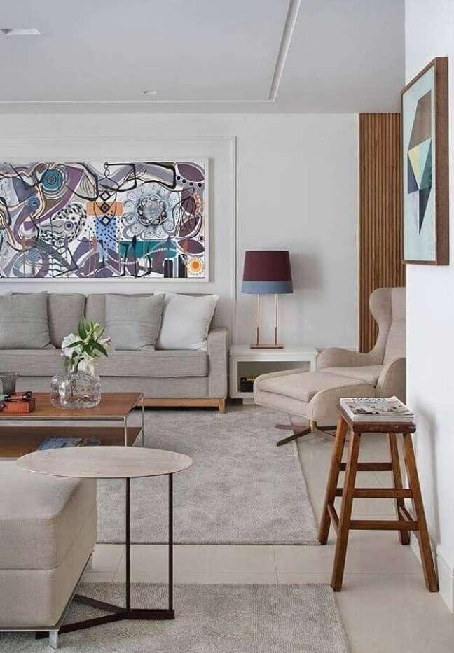 25. Objetos de decoração para sala com quadro grande e abajur moderno – Foto: Behance