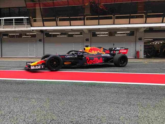 Albon voltou a acelerar um carro de F1 após cinco meses, em teste de pneus da Pirelli
