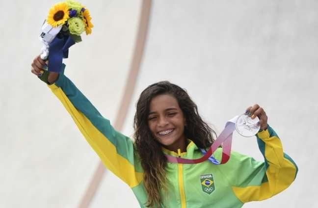 Com 13 anos e 203 dias de idade, Rayssa Leal ganhou prata no skate street olímpico em Tóquio 2020 nesta segunda-feira (26/07)