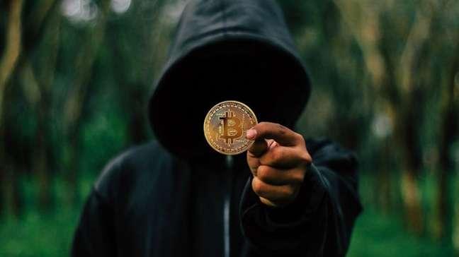 Criminoso cobra quantia em bitcoin para não divulgar vídeos e imagens íntimas supostamente coletados