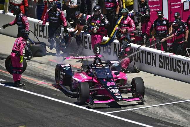 Helio Castroneves venceu as 500 Milhas de Indianápolis pela quarta vez