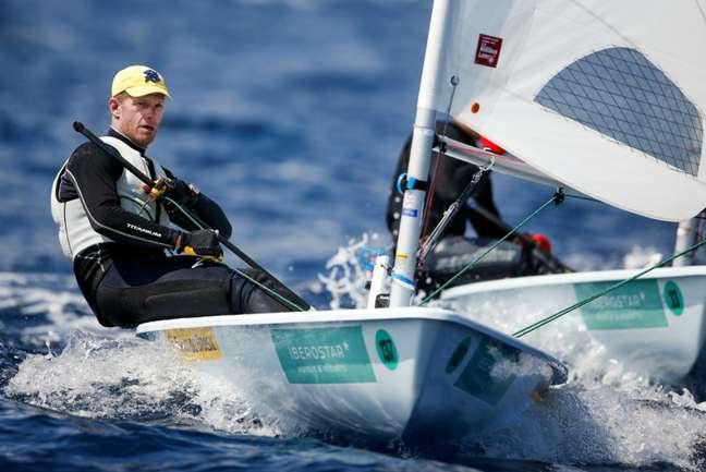 Robert Scheidt melhorou desempenho nesta segunda-feira na vela (Foto: Jesus Renedo/SAILING ENERGY)