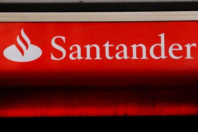 Logotipo do Santander. 14/2/2012.  REUTERS/Luke MacGregor