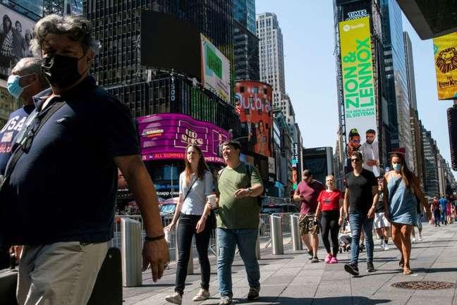 Pessoas usam máscaras na Times Square, enquanto os casos da variante Delta do coronavírus continuam aumentando na cidade de Nova York, EUA  23/07/2021 REUTERS/Eduardo Munoz/Foto de arquivo