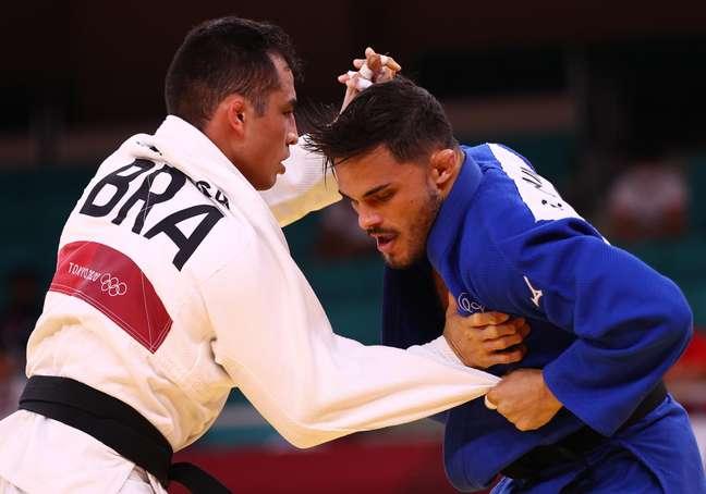 Na primeira rodada do judô até 73kg, Eduardo Katsushiro parou no francês Guillaume Chaine.