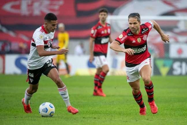 Diego, capitão do Flamengo, em ação contra o São Paulo (Foto: Alexandre Vidal / Flamengo)