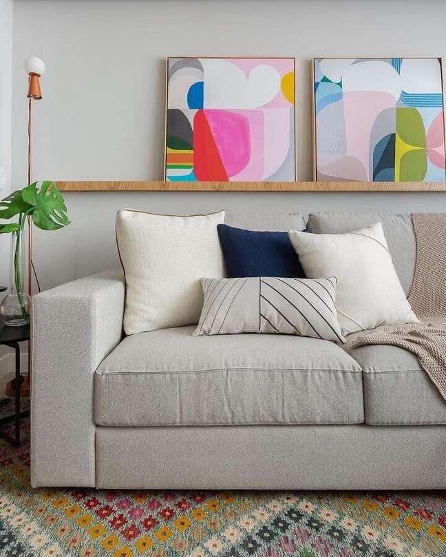 50. Objetos de decoração para sala pequena decorada em cores claras – Foto: Casa de Valentina