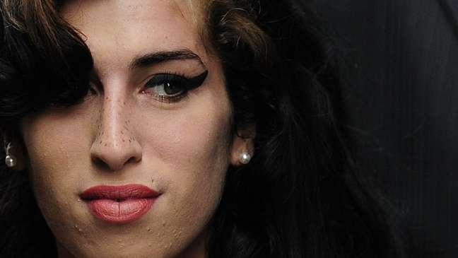 """O documentário """"Claiming Amy"""" busca mostrar o outro lado da talentosa mas problemática cantora e compositora britânica"""