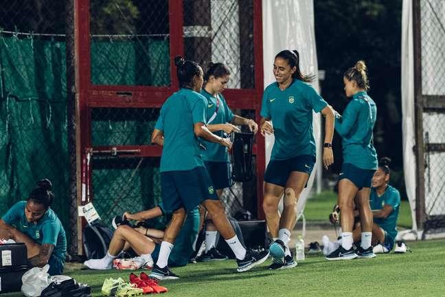 Clima de descontração no treino da Seleção Brasileira feminina de futebol nesta segunda-feira Sam Robles CBF