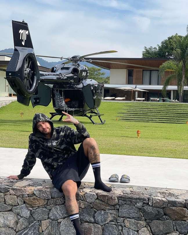 Neymar deu festa em sua mansão