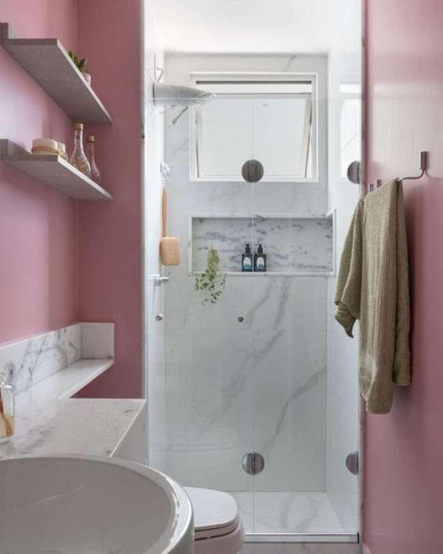 2. Nicho de embutir para banheiro com marmore e pintura cor de rosa – Foto Pinteres