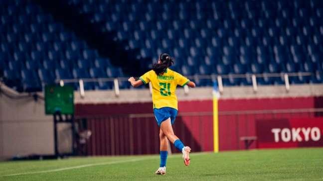 Andressa Alves marcou o gol brasileiro em cobrança de falta (Foto: Sam Robles/CBF