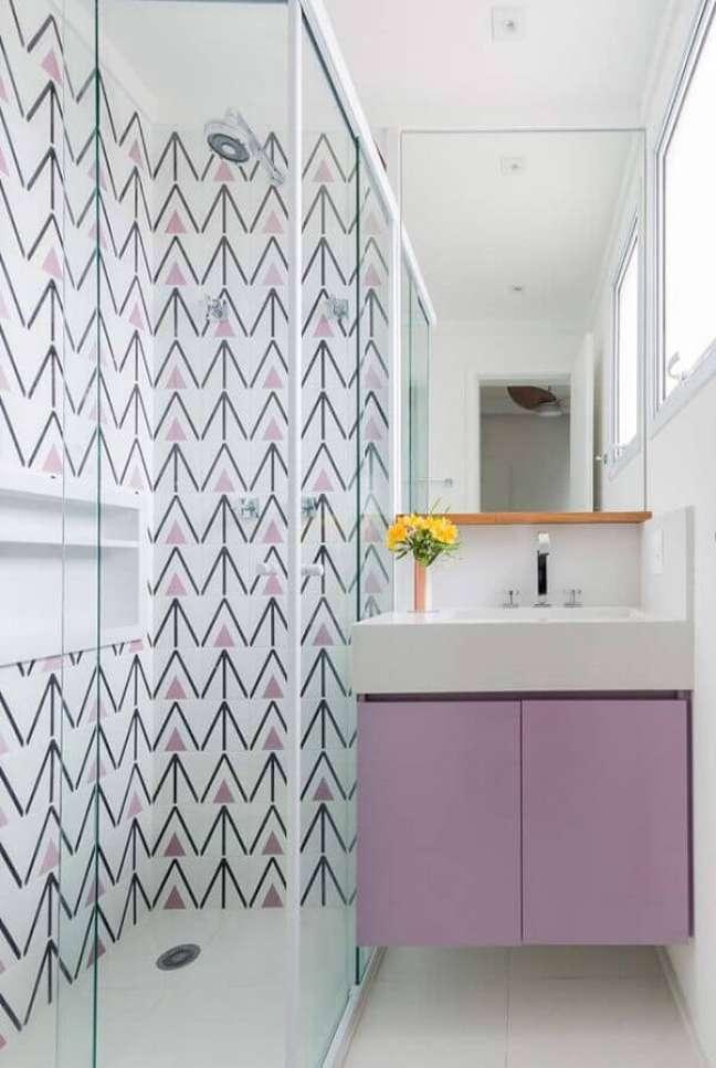 59. Decoração moderna com armário de banheiro pequeno lilás e branco – Foto Home Fashion Trend