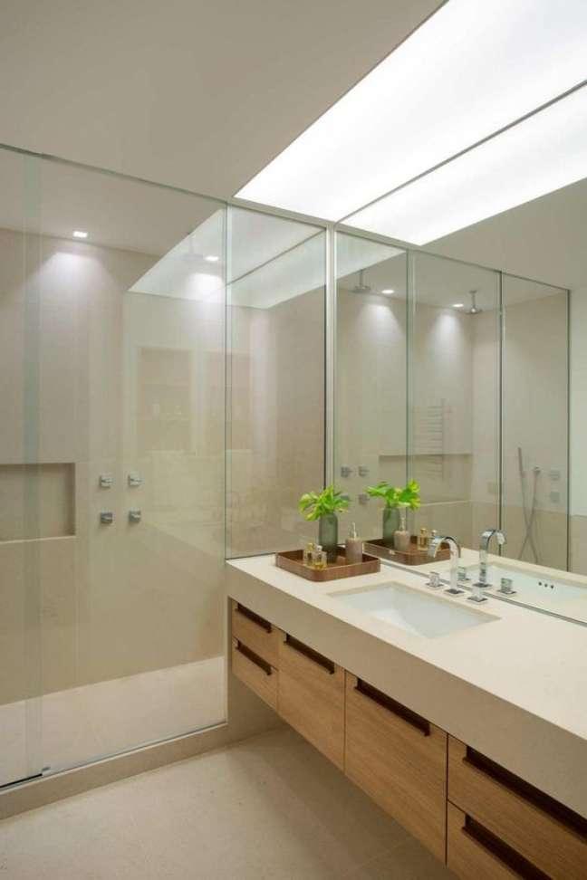 45. Banheiro grande com nicho de embutir – Foto Casa De Valentina