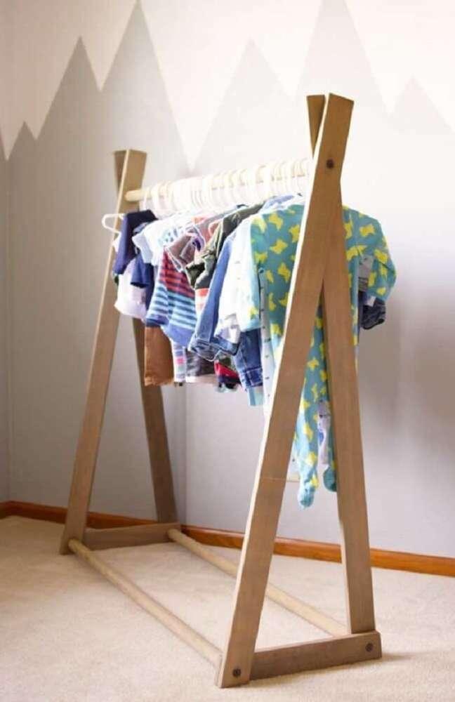 31. Arara de madeira para decoração de quarto infantil. Fonte: Pinterest