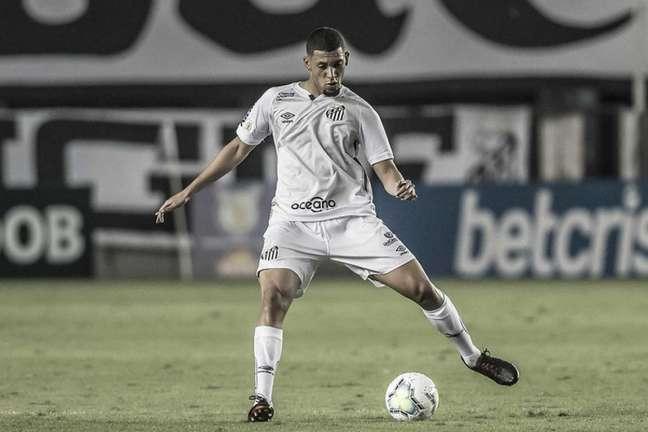 Zagueiro Alex será emprestado pelo Santos ao futebol de Portugal (Foto: Ivan Stort/Santos FC)