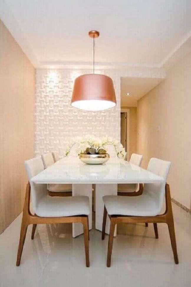 32. Luminária de teto para sala de jantar branca e rose decorada com revestimento 3D – Foto: Pinterest
