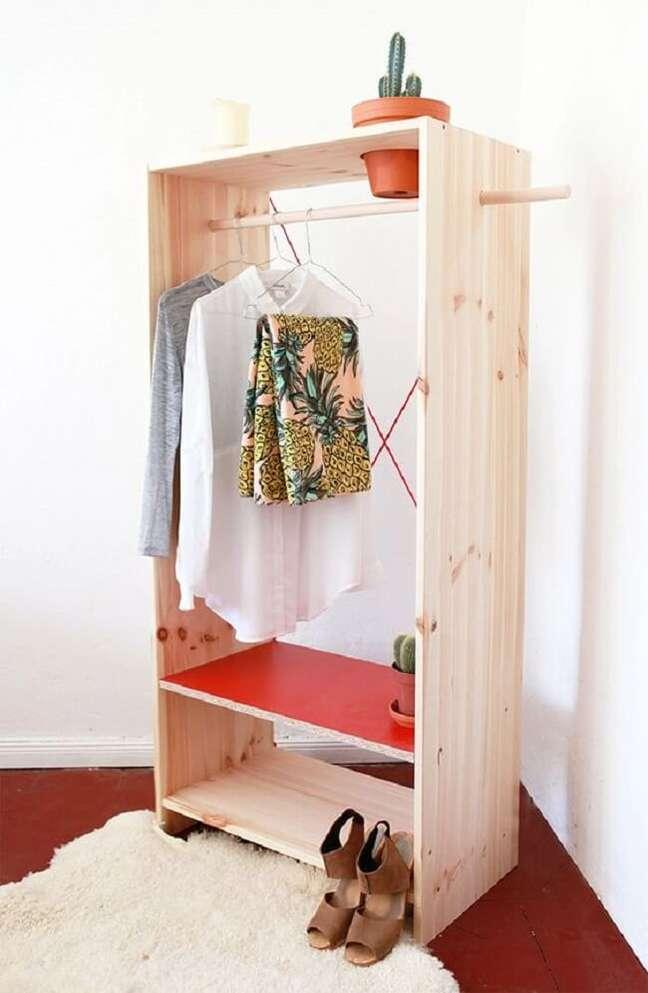 47. Modelo de arara de madeira com suporte para vasos. Fonte: Casinha Arrumada