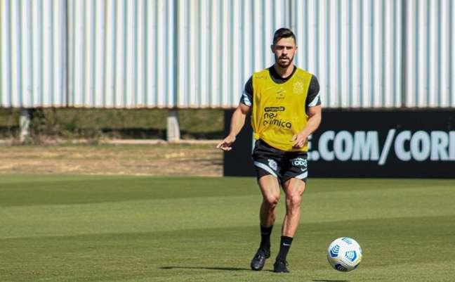 Giuliano avança em preparação para estrear pelo Corinthians (Foto: Felipe Szpak/Ag. Corinthians)