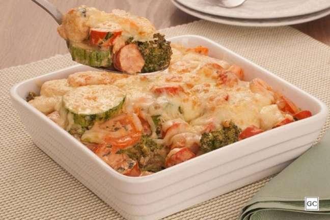 Guia da Cozinha - Gratinado rápido de salsicha e legumes