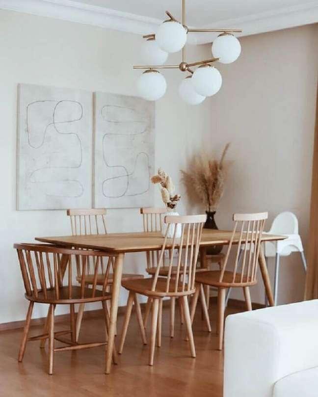 20. Decoração clean em cores claras com luminária para sala de jantar – Foto: Hellø Blogzine