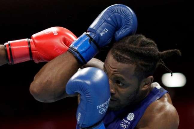 Abner Teixeira está nas quartas de final do boxe (Foto: UESLEI MARCELINO / POOL / AFP)