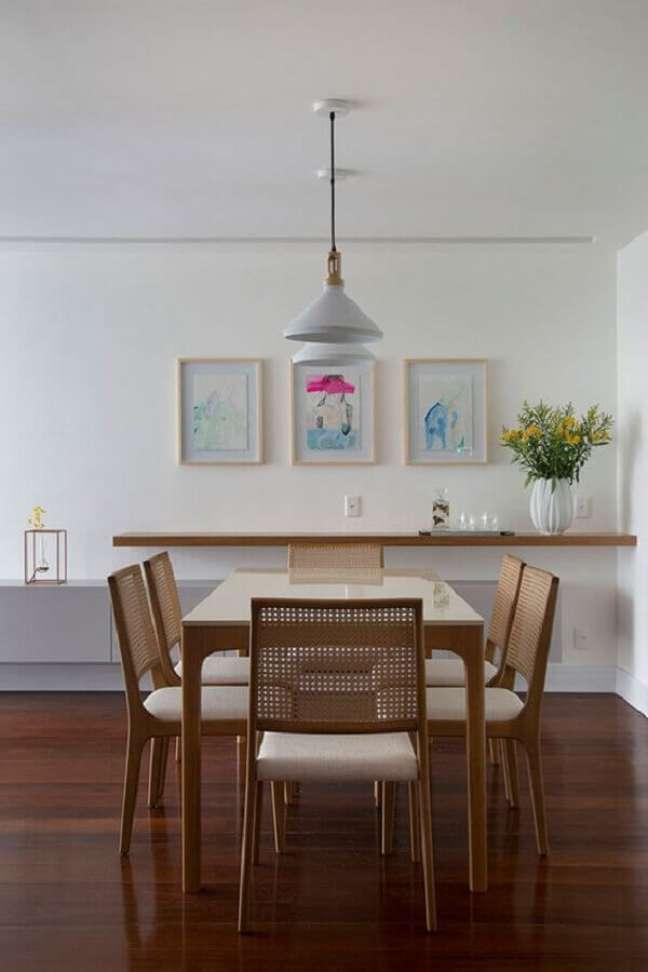 17. Decoração clean com luminária simples para sala de jantar – Foto: Conexão Décor