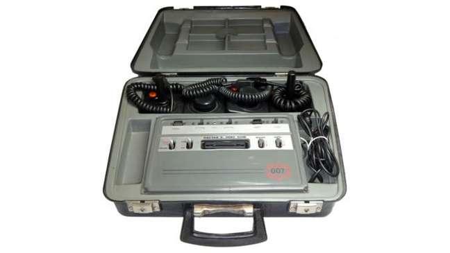 "O mítico e elusivo Dactar II 007, o ""Atari da maleta"""