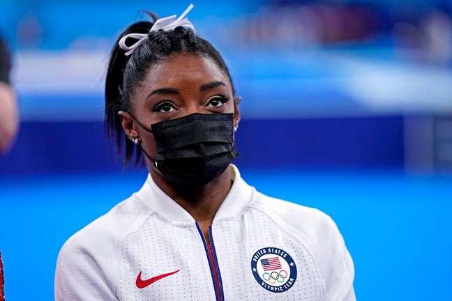 Simone Biles após se retirar da final por equipes da ginástica da Olimpíada de Tóquio 27/07/2021 Danielle Parhizkaran-USA TODAY Sports