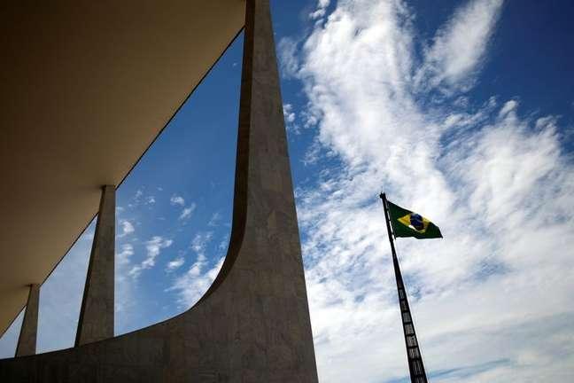Bandeira do Brasil no Palácio do Planalto 08/01/2021 REUTERS/Adriano Machado