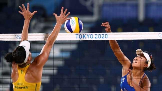Agatha e Duda perdem para dupla chinesa no vôlei de praia em Tóquio 27/07/2021 REUTERS/Pilar Olivares