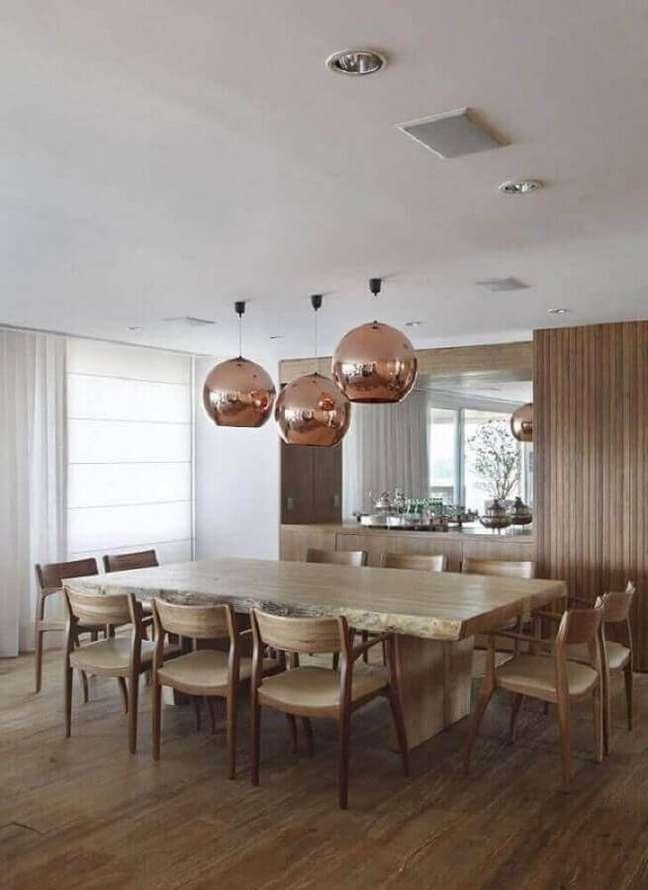 12. Acabamento rose gold para luminária para sala de jantar amadeirada – Foto: A1 Arquitetura