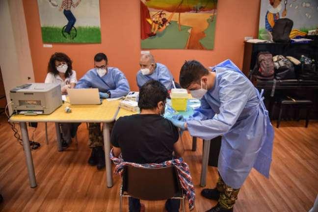 Pessoas com vacinação completa representaram apenas 1,2% das mortes por Covid-19 desde fevereiro