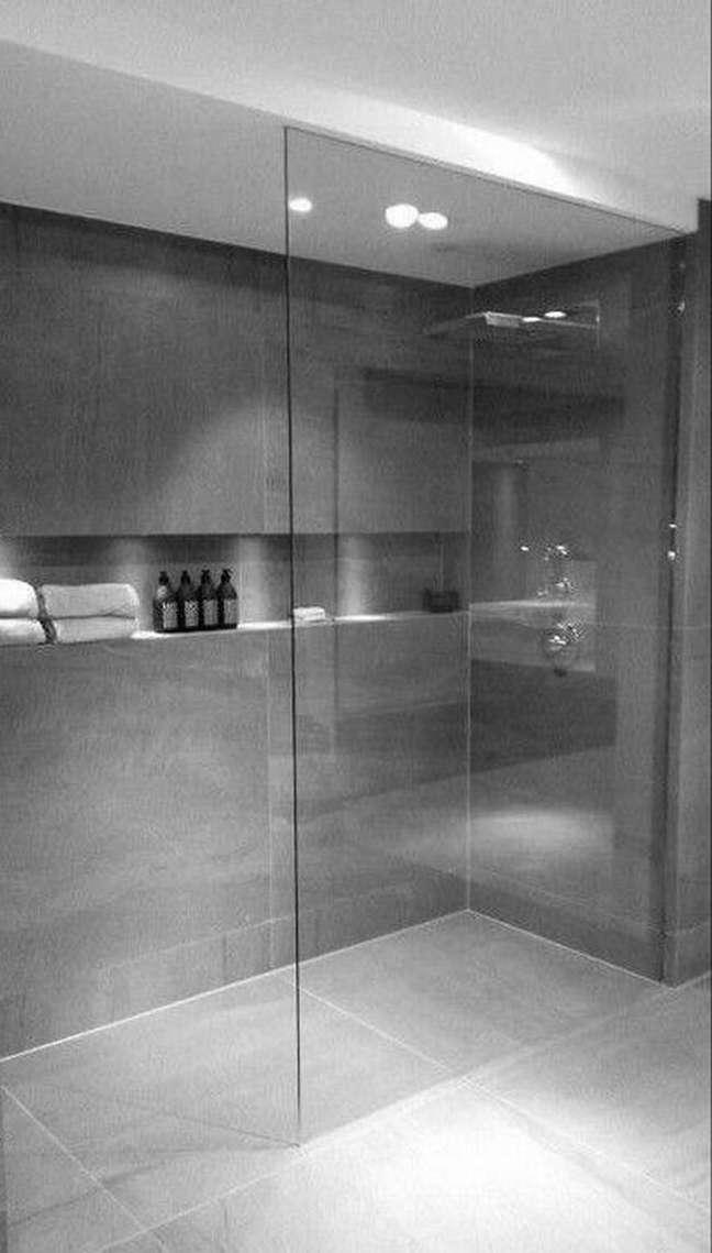 12. Nicho de embutir para banheiro com porcelanato cimento queimado – Foto Domino