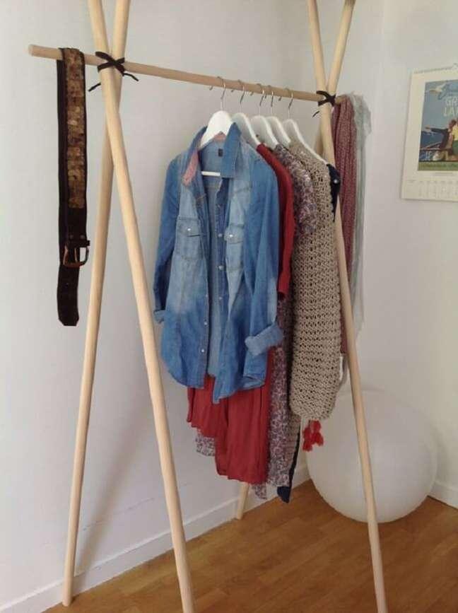 18. Arara cabideiro de madeira simples. Fonte: Pinterest