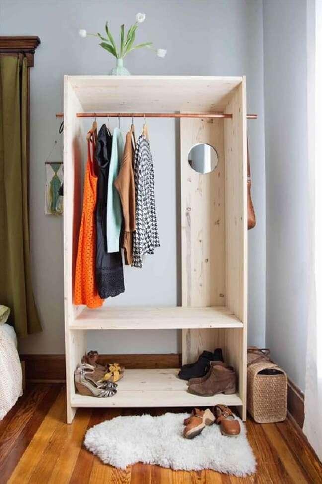 48. Modelo de arara de madeira para economizar na decoração. Fonte: Pinterest