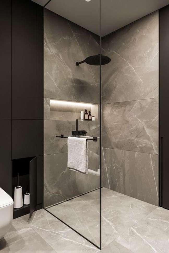 32. Piso de porcelanato para banheiro marmorizado com nicho de embutir e iluminação de led dentro – Foto Dezignark