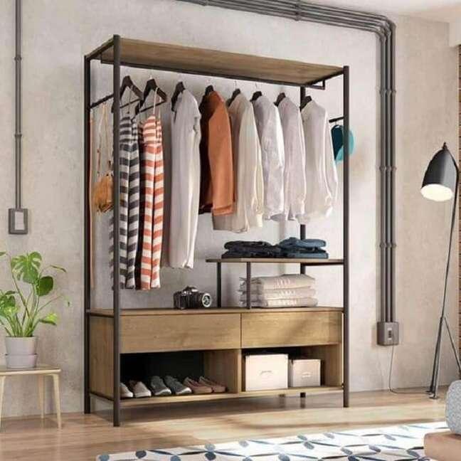 23. Arara de madeira com gaveta e nichos. Fonte: Pinterest