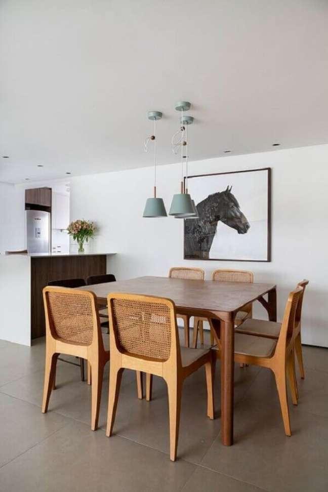 28. Decoração simples com luminária para sala de jantar – Foto: Casa de Valentina