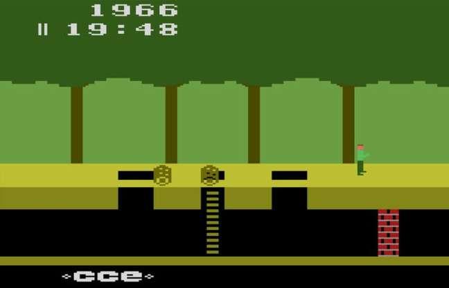 Pitfall! no Atari 2600, com o logo da Activision substituído pelo da CCE
